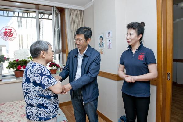 乔恒厅长到长春市南关区怡康园老年公寓调研养老工作.jpg